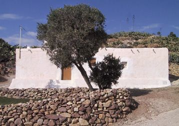 Las Presillas, Natural park of Cabo de Gata, Almería © OM http://www.lascasasylosarboles.com