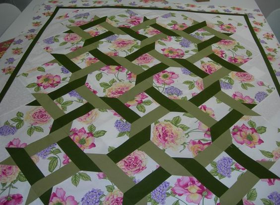 Garden lattice quilt pattern been quilting my for Garden trellis designs quilt patterns