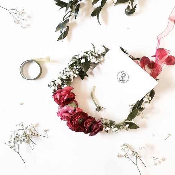 We love making brides feel special. Fresh flowers crowns are designed at our studio @thecreativesloft based on your taste and style. We love make dreams com true...we are spreading and sharing the love 24/7 !!! Tell us your favorite flowers and your day...we will make magic! Happy Creative Monday!!! Start your week always with enthusiasm and full of energy!  #happymonday #creativemonday #freshlife #freshflowers #crown #floralcrown #DIY #diyblogger #thecreativesloft #miamiblog #creativeblog…