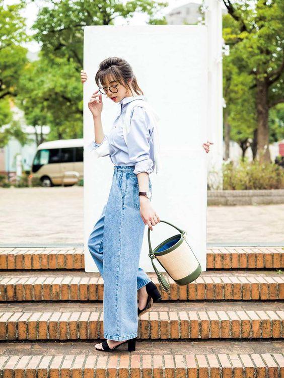 ジーンズ姿の池田エライザ