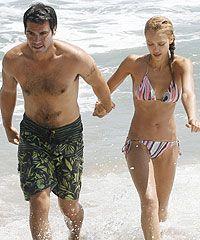 Image from http://www.hellomagazine.com/imagenes/celebrities/200908031761/alba/sheridan/malibu-beach/0-2-637/2637-b.jpg.