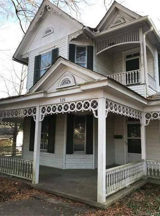 1905 Fixer Upper In Troy North Carolina Captivating Houses Victorian Homes Old House Dreams Old Houses For Sale