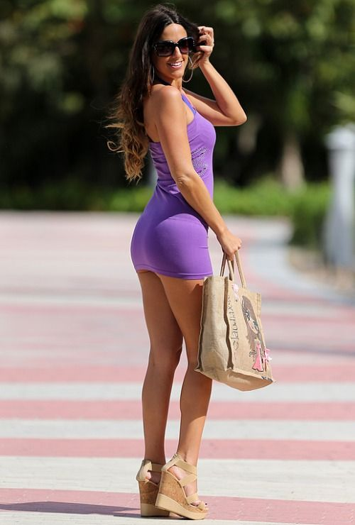 Beautiful Women Wearing Mini Skirts (Claudia Romani in the ...