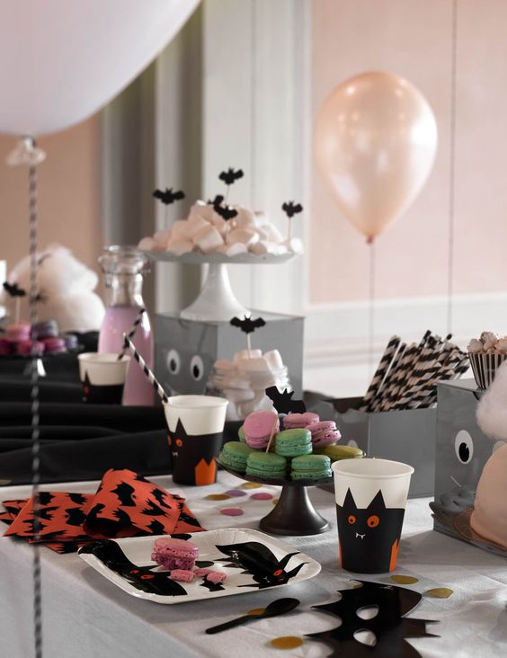 Halloween party dessert table via H&M