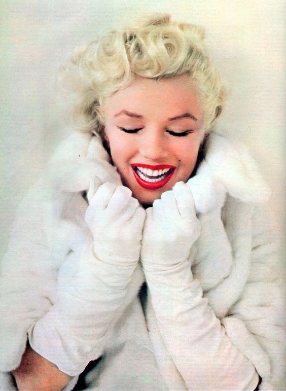Marilyn Monroe in white. <3