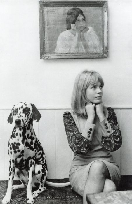 Marianne Faithful with her pet dalmatian