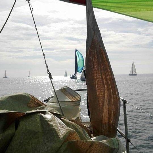 Un sabato pomeriggio #navigando  in #barcaavela nel #martirreno a largo di #ostia il #mare di #roma by gattoboots