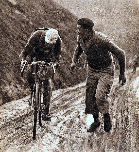 Climb to the Aubisque during the 5th stage of the 1932 Tour