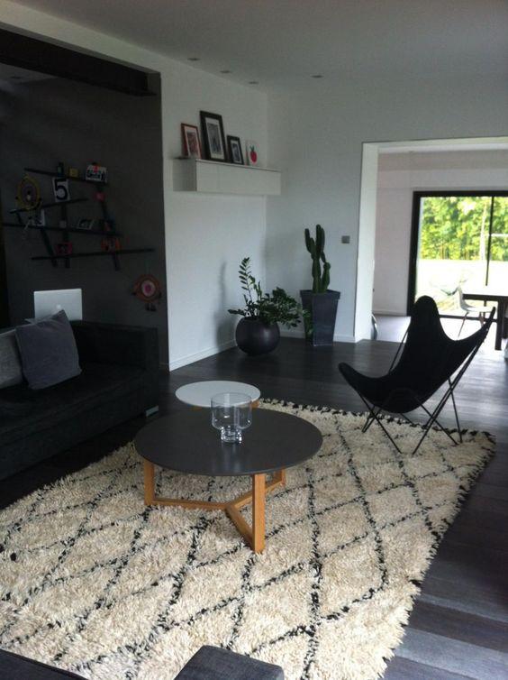 secret berbere chez nos clients tapis d co design noir. Black Bedroom Furniture Sets. Home Design Ideas