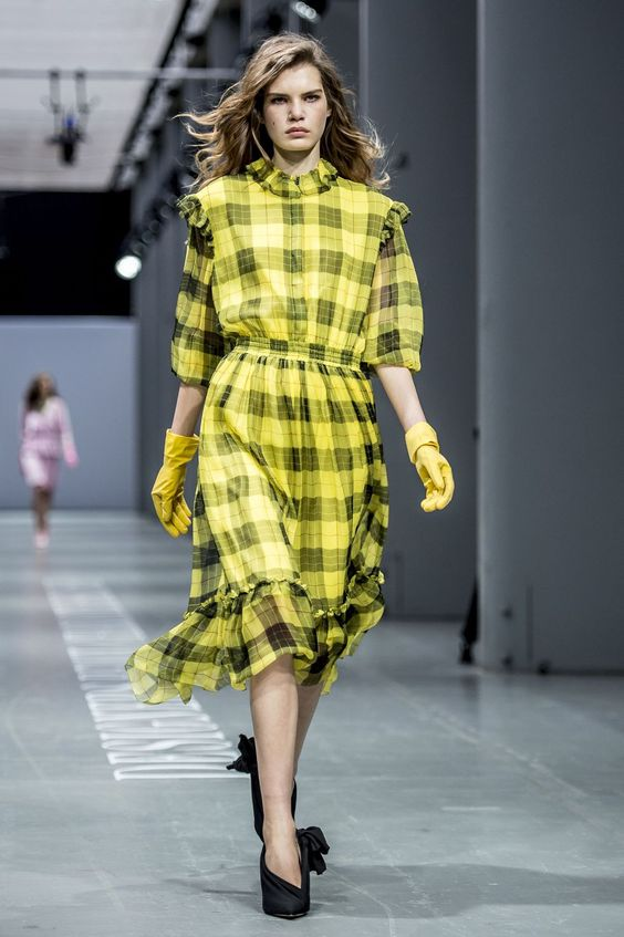 One more trend from the 90s made a comeback during the fashion weeks. For those who don't remember, yellow plaid was widely worn because of Cher Horowitz, a character from Clueless.