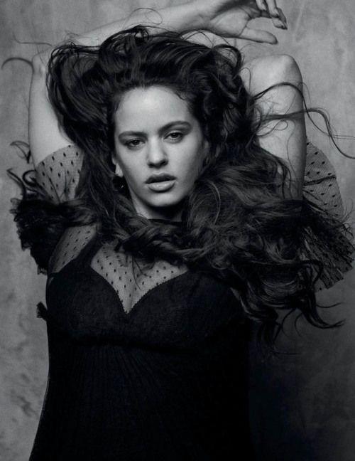Imagem De Rosalia Por Beatriz Valente Em 2020 Looks Moda Fotos