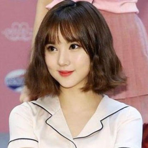 Mẫu tóc xoăn sóng ngắn dành cho cô nàng dịu dàng