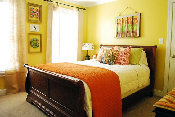 """Love this cheery bedroom. And check out the """"H"""" and """"G"""". So cute."""