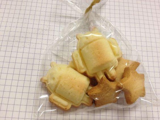 例のドロイド君製氷皿で、スタッフがクッキーを焼いてくれました。