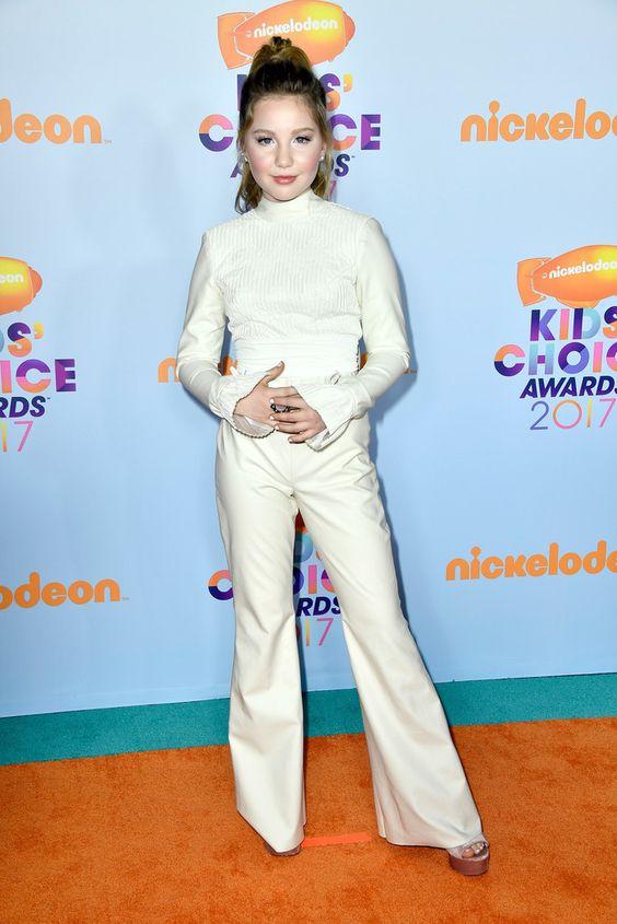 Ella Anderson Photos Photos - Nickelodeon's 2017 Kids' Choice Awards - Arrivals - Zimbio