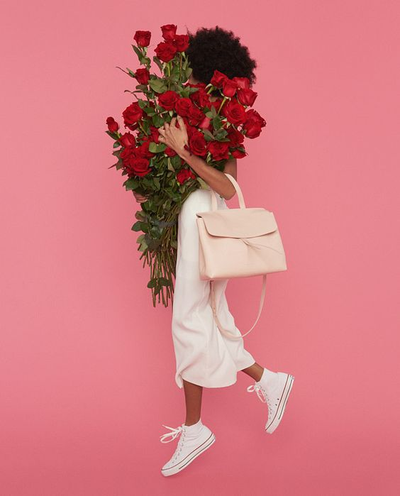 Unusual bag Mansur Gavriel  Famous bags from New York brand Mansur Gavriel — the object of desire for all fashionistas. The unusual design, soft Italian leather, bright palette, as well as limited edition collection is characterized works of designer Gabriela Hurst.: