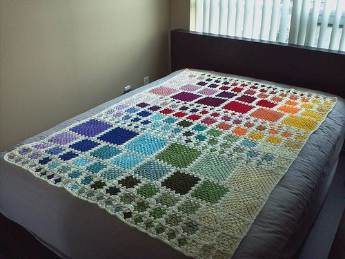 Learn how to make fantasticomio's gorgeous rainbow granny-square blanket with the tutorial she wrote for Craftster's 10th Anniversary!