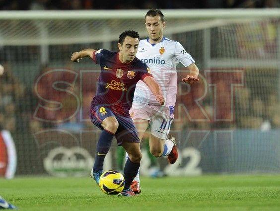 Xavi, FC Barcelona, conduciendo el balón | BARÇA, 3 - ZARAGOZA, 1. 17.11.12