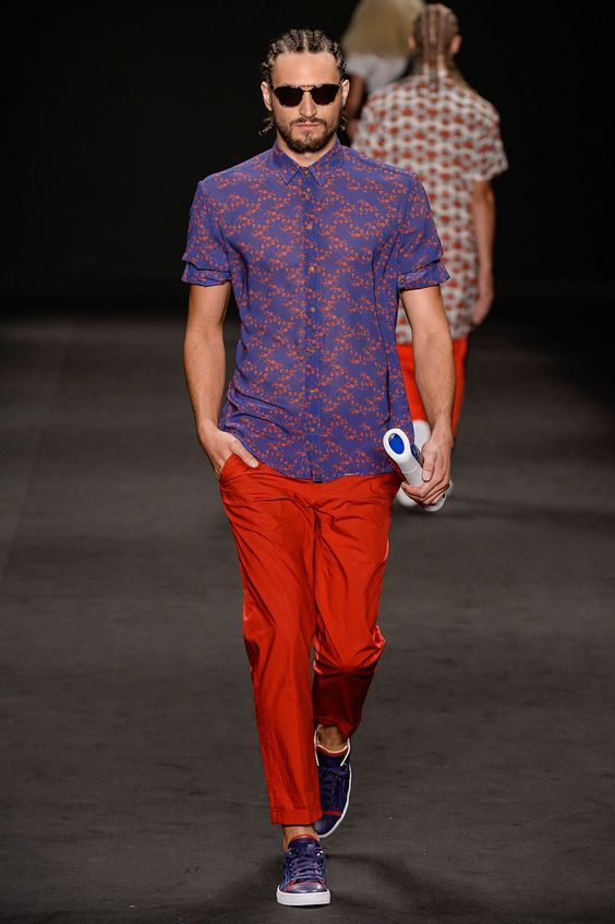 BRASIL S/S 15 | FASHION RIO | AUSLÄNDER. Floral prints. Love this duo of red and royal blue that appeared in some looks on the runway. | FFW.com.br: