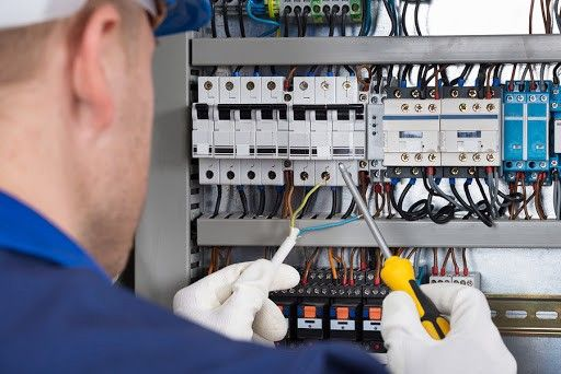 Top Electrical Contractors In Miami Fl In 2020 Electrician Services Emergency Electrician Electrician