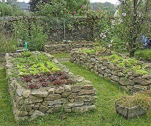 www.rustica.fr - Structurer son potager - Potager surélevé en pierres sèches
