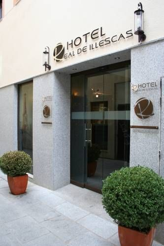 Hotel Real de Illescas Illescas The charming Hotel Real is situated in Illescas in the province of Toledo, around 30 km from Madrid. It offers air-conditioned rooms with free Wi-Fi.  Rooms at Hotel Real de Illescas feature simple décor and come with satellite TV and a minibar.
