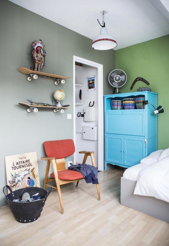Green boys room with skateboards as shelves   Photography Henny van Belkom   Text Karen Kroonstuiver   vtwonen May 2015