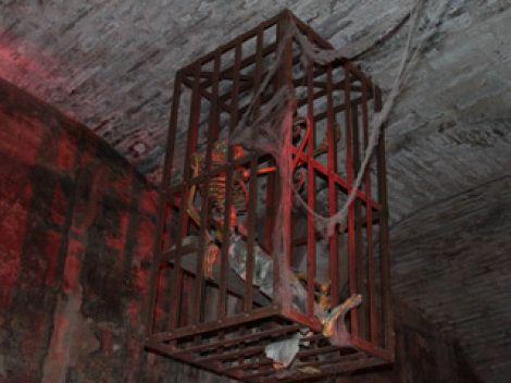 Instrumentos  de tortura reales 1a31a109e1c588ef38ffdb72d652134c