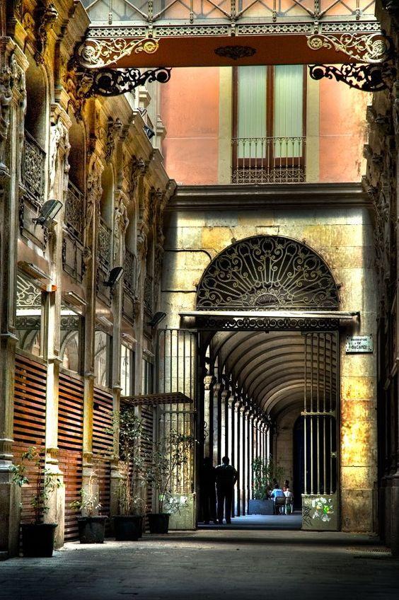 Pasaje de Bacardí. Cerca de Plaza Real. Barcelona
