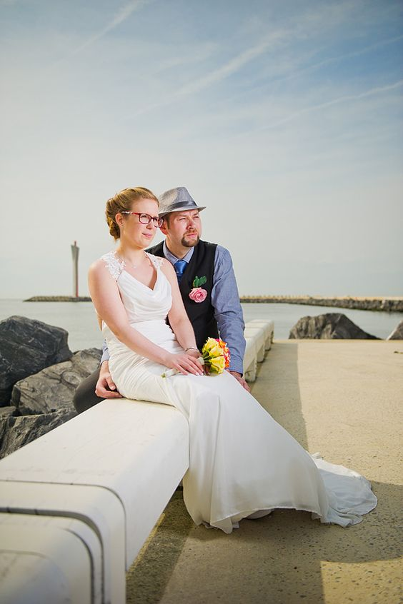 Perfect weer om huwelijksfoto's te maken aan de belgische zee