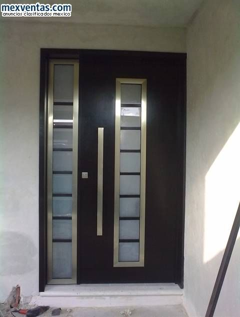 Puertas minimalistas para interiores inspiraci n de for Puertas de madera con herreria