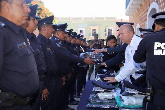 Entregan equipamiento a policías de Atlixco