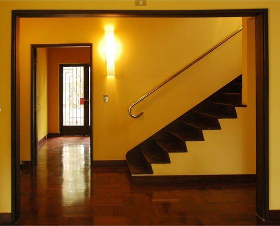 Considerada a primeira obra de arquitetura moderna implantada no Brasil, a Casa Modernista localizada na Vila Mariana, em São Paulo, foi projetada em 1927