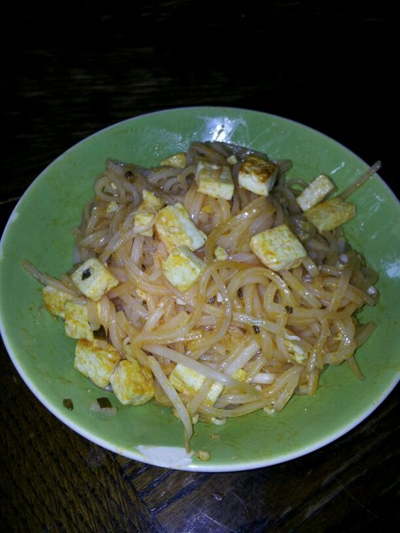 Tofu Pad Thai with beansprouts!  Yummy