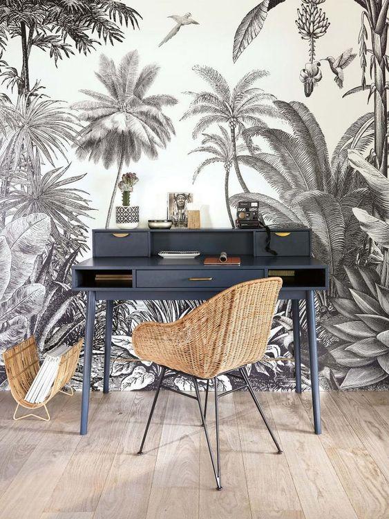 Tendance déco 2019 : du papier peint panoramique jungle noir et blanc dans un bureau