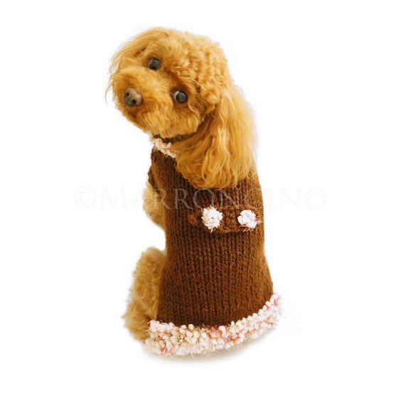 バックベルトとボアが付いて、まるでコートを着ているようにみえる、ちょっと変わったデザインのわんちゃん用のセーターです。ニットは伸縮性が高いので、とても着せやす... ハンドメイド、手作り、手仕事品の通販・販売・購入ならCreema。