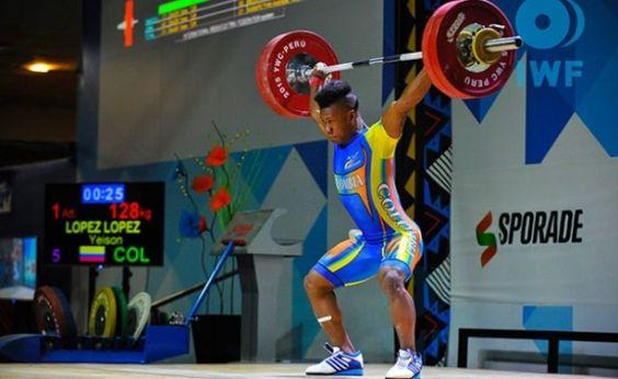 Yeison López, campeón mundial junior de levantamiento de pesas en el arranque envión y total de los 77 kilogramos, el 28 de junio en Tbilisi, Georgia.