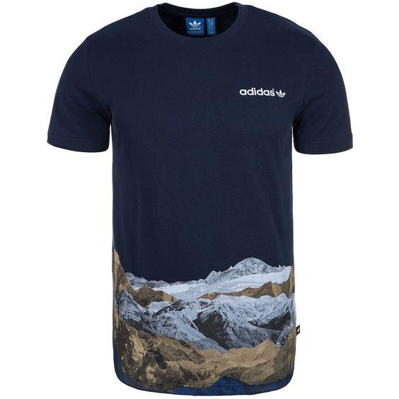 Mountain Photo T-Shirt Herren    Dieses Originals T-Shirt für Männer hat einen schlichten, coolen Schnitt und ist aus reiner Baumwolle gefertigt.    Das Tee mit einem coolen alpinen Fotodruck auf der unteren Vorderseite ist ein weiteres Must Have aus der legendären Originals Kollektion. Es lässt außerdem etliche Kombinationsmöglichkeiten zu und rundet jedes deiner Outfits perfekt ab.    Geschle...