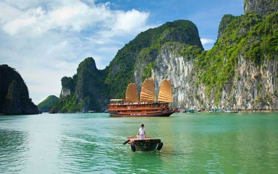 Claire Boobbyer tries a new seaplane and joins a cruise out to Bai Tu Long, an…