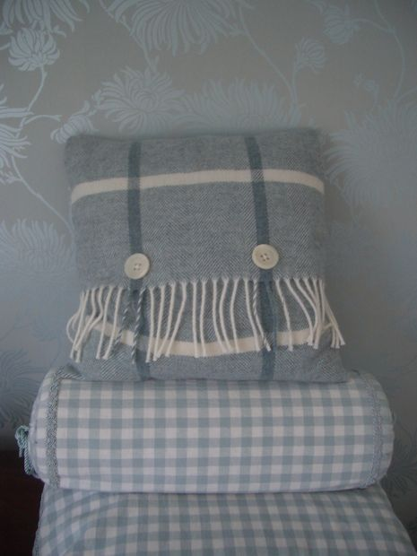Picture of Cushion (pillow) cover from a fringed scarf
