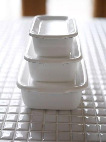 野田琺瑯のホワイトシリーズは、下ごしらえから調理、保存まで兼ね備える、クッキングの必需品。その使い勝手の良さと、ノスタルジックな佇まいで、幅広い層から絶大な人気を誇ります。
