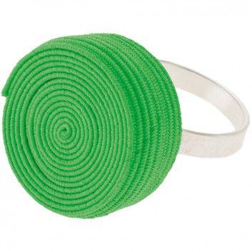 """Der Ring """"Rolly"""" in Noengrün vom Label Erste Sahne by Tanja Hartmann bringt auf originelle Art und Weise Farbe an deinen Finger. Der gerollte Gummitwist erinnert spielerisch an die eigene Kindheit. Versandkostenfrei innerhalb Deutschlands"""