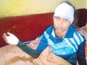 राजधानी भोपाल मे एक जनवरी गुरुवार को ताइक्वांडो कोच संगीता पर माता मंदिर के पास चलती बस मे हमला करने वाले संदिग्ध आरोपियों को पुलिस ने गिरफ्तार किया है. आरोपियों से पूछताछ जारी है. हमले मे संगीता के सिर और हाथ मे चोट लगी थी. मध्यप्रदेश के उच्च शिक्षा मंत्री और गृहमंत्री गौर पीड़ित बहादुर छात्रा से मिले.