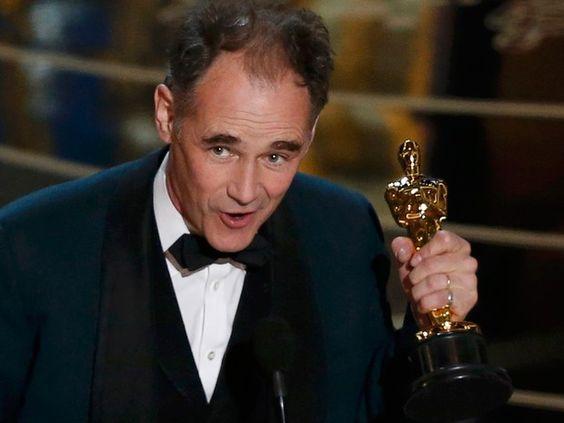 Mark Rylance recebe Oscar de melhor ator coadjuvante por 'Ponte dos espiões' (Foto: REUTERS/Mario Anzuoni):