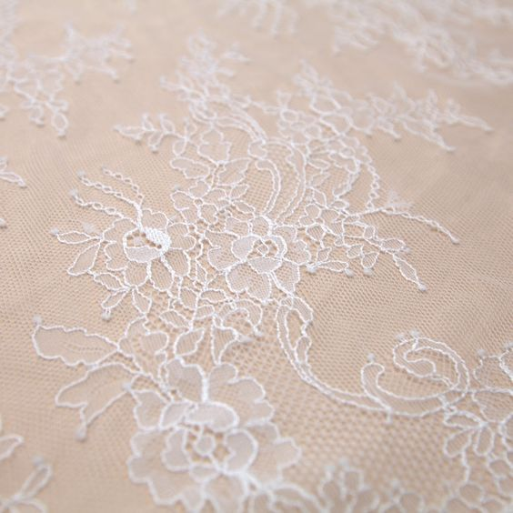 Tecido renda chantilly branca alvejada - Maximus Tecidos | Loja Online