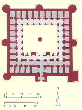 Ribat de Susa (Túnez), siglo VIII-IX. Las celdas de los monjes-soldado se disponen en torno a un patio cuadrado con pórtico. El recinto está protegido por muralla y torres defensivas.