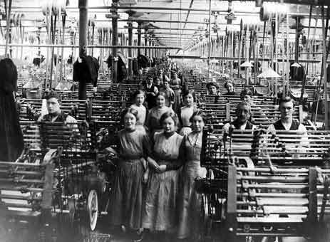 Cotton mill workers at Brookside MIll (1910)