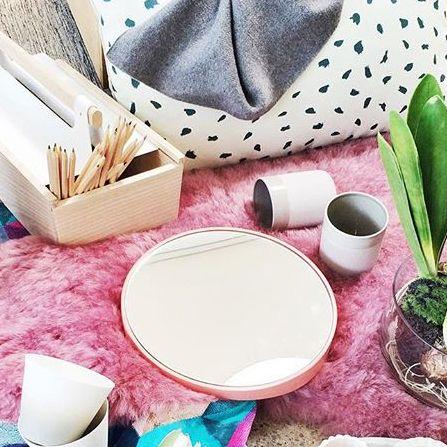 Instant de beauté avec odilon Hartô #hartô #hartodesign #odilon #mirror #louisette #cushion #plume #inspiration #fashion #decoration #home #beauty #pink #coconing