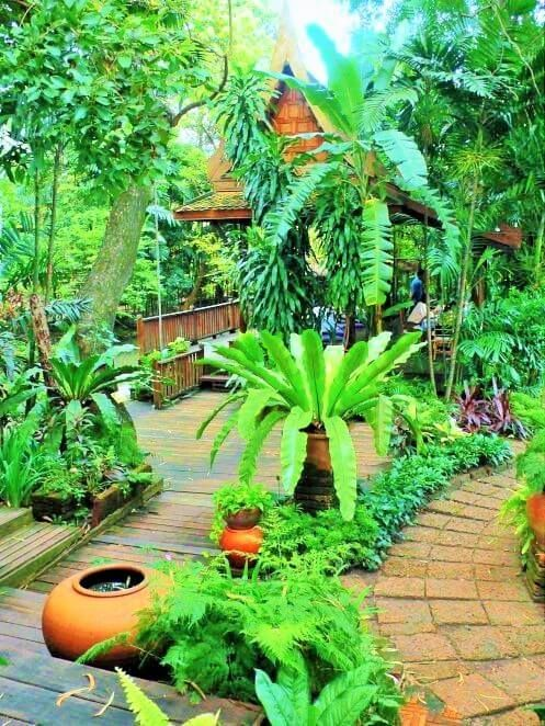 Just As The Latest Trends Of Home Garden Design Are Continually Modifying Gardens Are Not Far Behind As Balinese Garden Tropical Landscaping Tropical Backyard