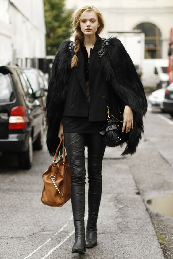 Models street style Black fur and leather pants